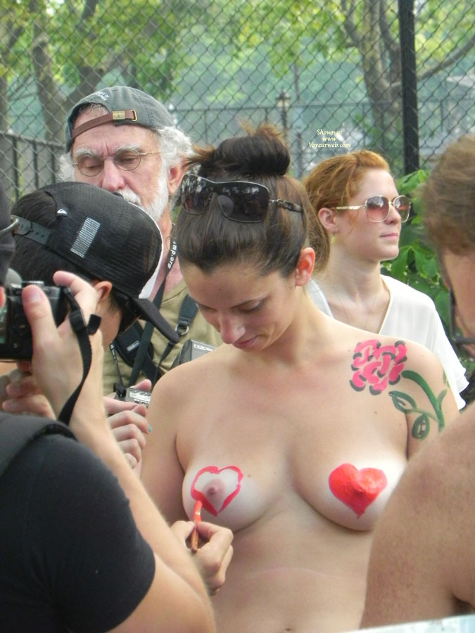 Painting A Heart Onto Her Nipple - Brunette Hair, Nude In Public , Body Painting, Heart Art, Painted Tits, Painted Love Hearts, Painted Breast, Tits In Public, Nipple Power, Event Voyeur