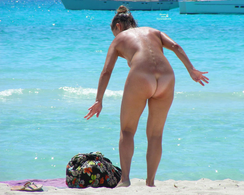 sandy cheeks naked on the beach