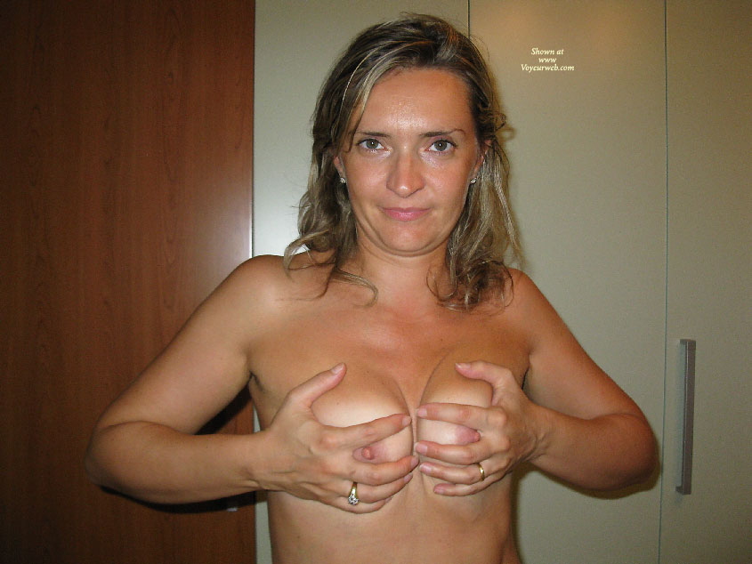 cleavage Amateur hand bra
