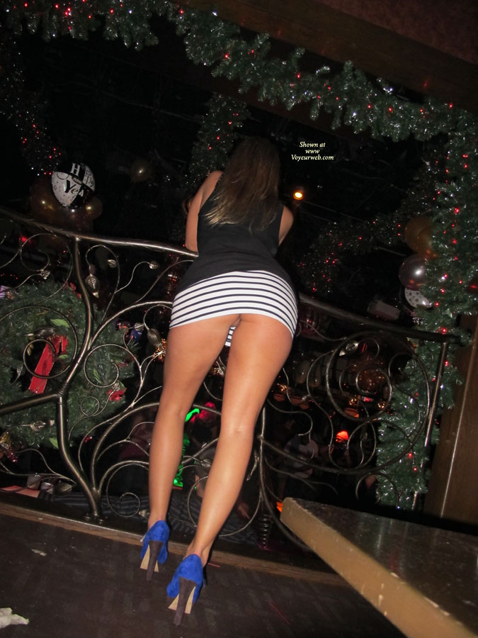 upskirt no panties in club
