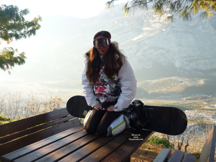 First Time - Snowboard Time , Morgana In The Mountains Snowboarding, After Skiing. Because   She Little Having A Snow , We Made ​​two Photos! (With The Car On The Street :) !! )  Morgana In Montagna A Fare Snowboard, Dopo La Sciata.. Vista La Poca Neve Abbiamo Fatti Due Foto!! (con Le Auto Sulla Strada :) !! )  Kiss/Baci