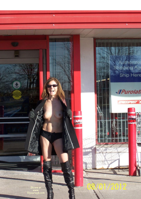 Canadian Italian Talent , Sunday I Drove Verona To Staples And Canadian Tire .....she Was Quite Horny And Want To Show Herself To Other Voyeur Webbers.  Enjoy The Canadian Italian Talent.  Joystick44