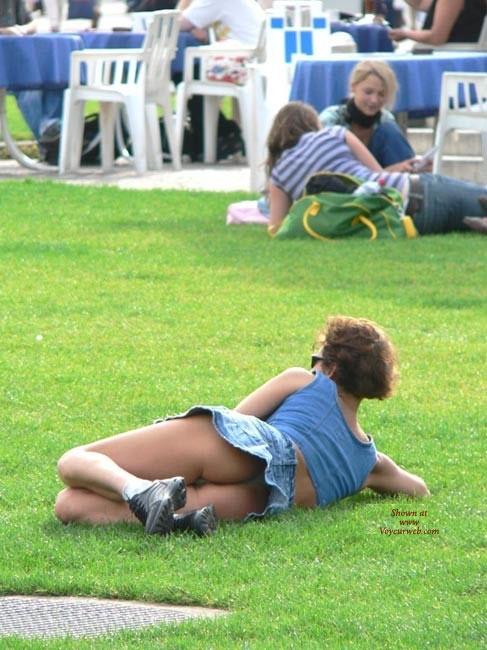 Upskirt Voyeur - Upskirt , Ass Is In The Grass, Park Upskirt, Public Up Skirt, Ass In The Grass
