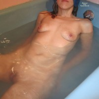 Crberg In The Tub , Courtney Is Havin A Blast At Vw, Here She Is In The Tub.