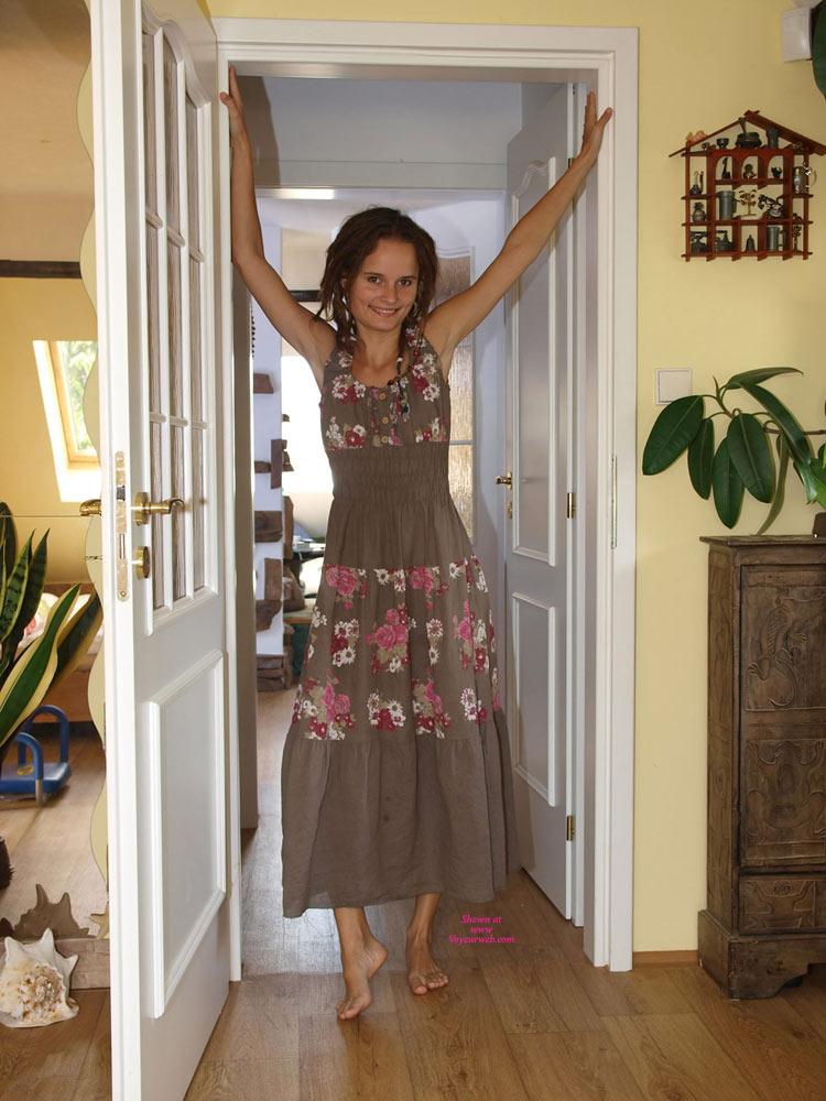 Hanni Strips , Hanni Taking Off Her Sweet Dress