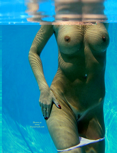 Underwater boobs