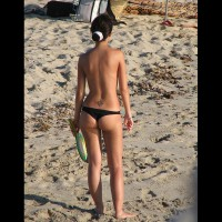 Beach Voyeur:Spain Beach Asses 2 , Fresh Beach Asses From The New Season In Spain. As You Can Easily Tell, I Am Only Focusing On Sexy Rears. If You Don't Like To Look At Sexy Bikini Asses Please Skip My Contris.