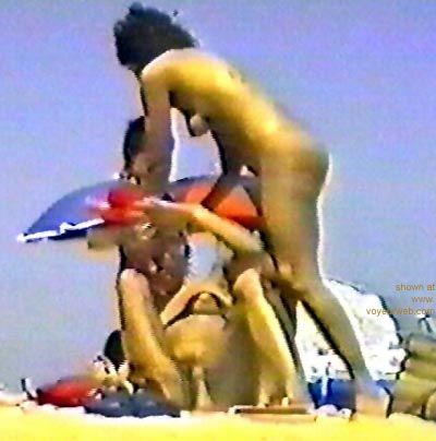 Pic #1 candid      nud beach 2