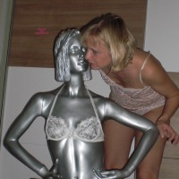 Topless Wife:Fotoshooting With Silver Girl - Topless Wives