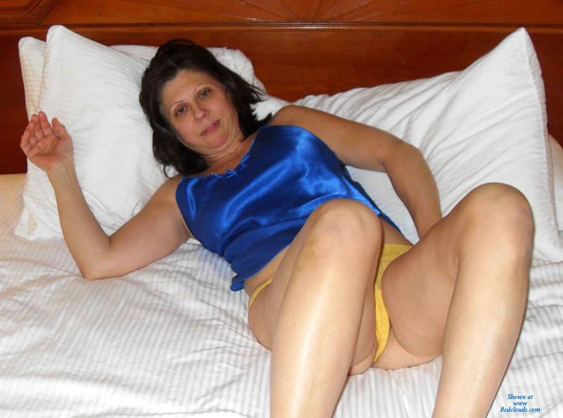 Amateur stripper wife
