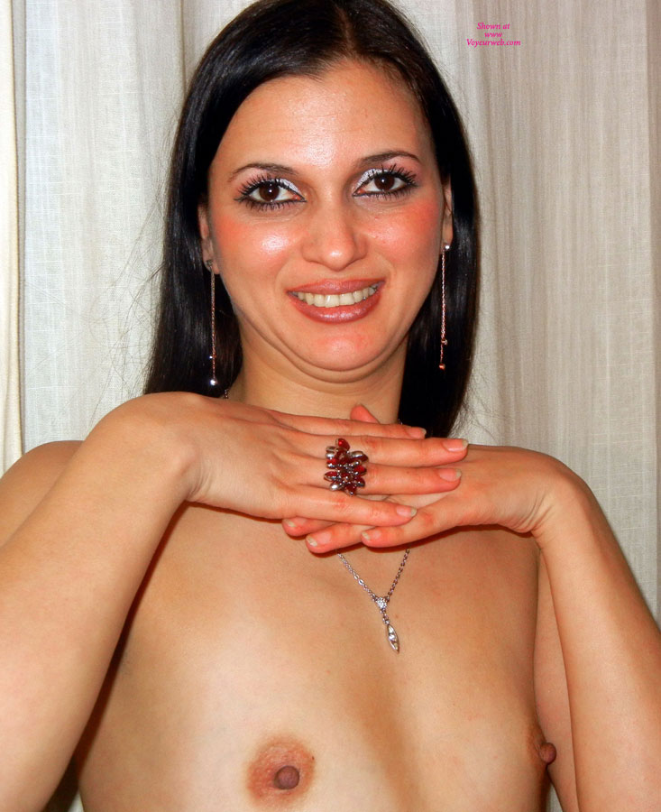 Topless Friend: Valery Flowing 100% Free Plastic , Hi Guy Tel Me If You Like Me So... With Flat Tis... Or Prefer That I Use A Creme For Have A Tits Little<br />big, I Weith Your Response... Kiss   Valery Flowing