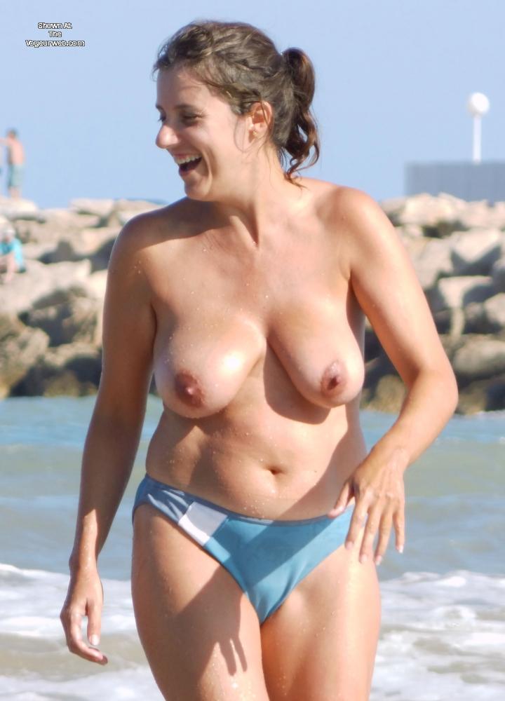 Pic #1 Topless En La Playa - Beach, Big Tits, Brunette, Wet