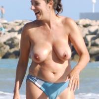 ...En Las Olas.. , Mi Mujer En El Mar Este Verano...(Benq GH700 Zoom X21)