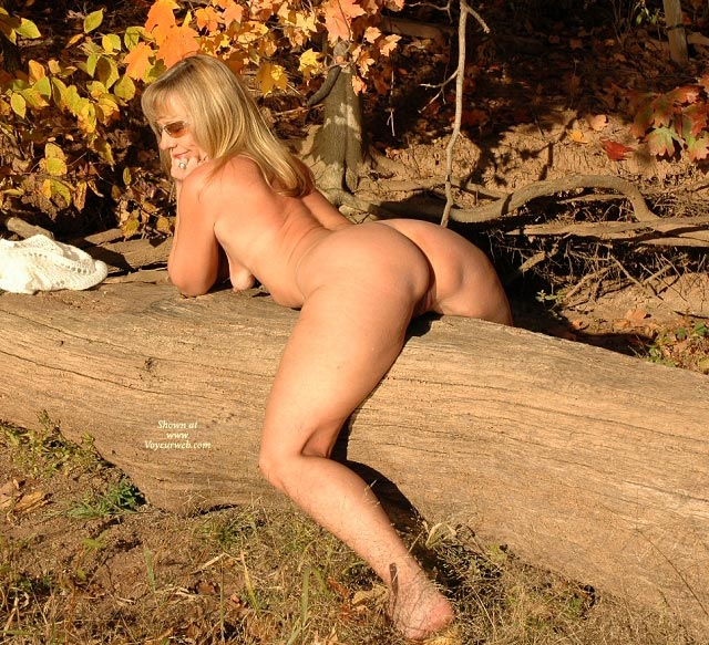 Naked young blonde amateur