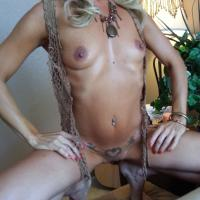 Bohemian Rhapsody - Shaved, High Heels Amateurs, Blonde, Small Tits