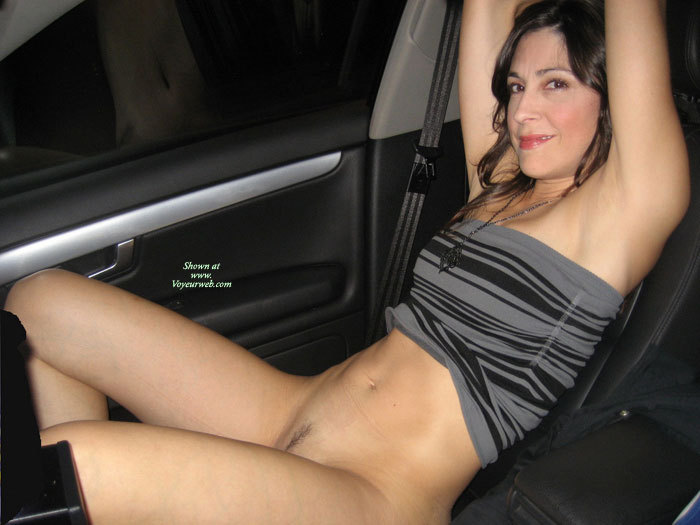 Milf flashes in the car