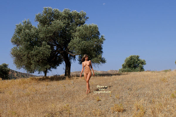 Nude In Nature - Long Legs, Naked Girl, Nude Amateur , Naked Outside, Slender Body, Nude In The Open Outdoors, Sexy Feminine Hips And Thighs, Hairy Pussy, Trim Athletic Body, Walking Naked Through Field, Firm Full Frontal, Shapely Long Legs, Alone In The Wilderness