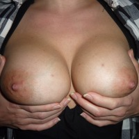 Medium tits of my girlfriend - lipaul