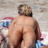 En la Playa 2 - Beach Voyeur