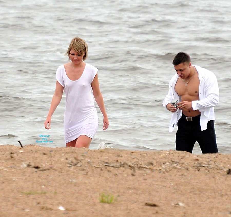 Couples in Focus - Beach Voyeur , On Hot Days, Not All Wear Bras, And Sometimes Even Less Clothing