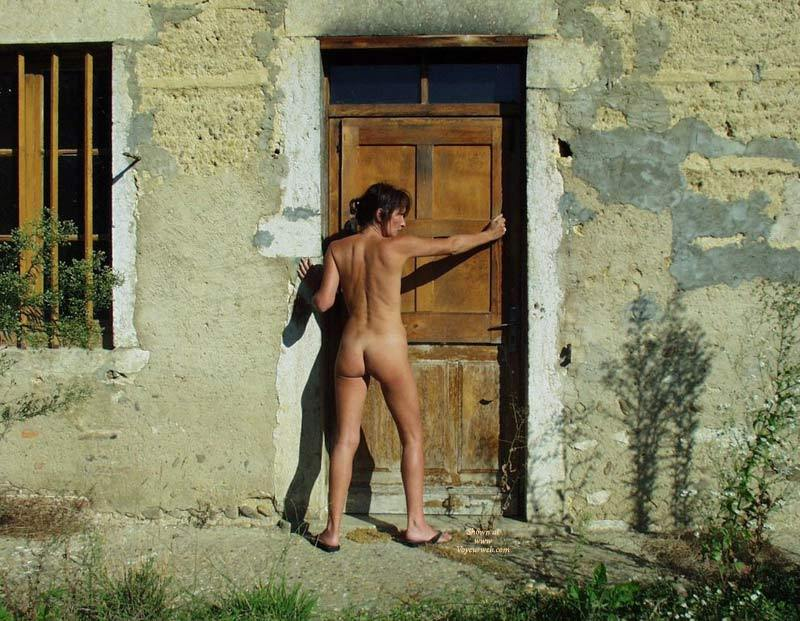Nude From Rear In Rustic European Doorway - Brunette Hair, Naked Girl, Nude Amateur , Naked Outside, Sexy Toned Back, Abandoned House Naked, Tanned Body, Naked Rear View, Vonderful Tan And Tanlines, Small Ass, Brunette Hair, Cute Ass, Naked In Doorway, Locked Out Naked