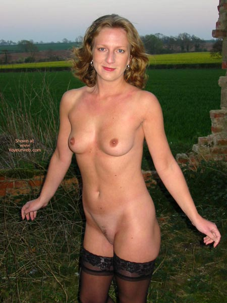 Pic #1 Saucyminx Naked Outside 2