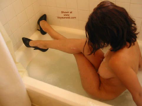 Pic #1 Daddiesgrl Plays In The Tub