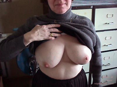 Pic #1 She showed her Tits