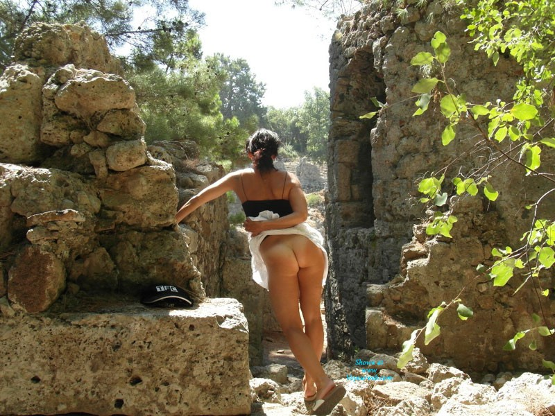 Pic #1Naked On a Antik Theater - Beach, Dressed, Beautiful Ass, European And/or Ethnic, Firm Ass, Flashing