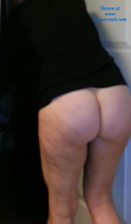 Pic #1Revealing Her Ass - Dressed, Pussy, Bush Or Hairy
