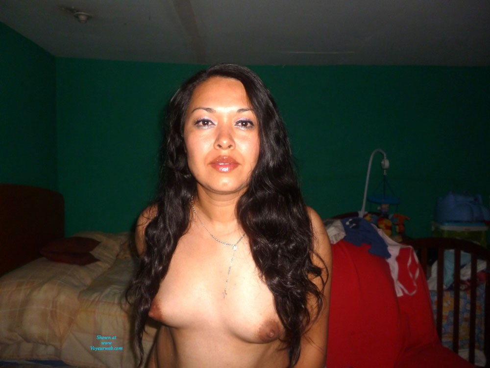 Pic #1Para Ti, Cari - Brunette, Latina, Natural Tits, Pussy, Shaved, Small Tits