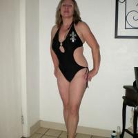 Teasing - Modeling 2 - Dressed, High Heels Amateurs