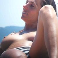 Topless Dans le Sud - Beach Voyeur , Photos De 2 Jolies Italiennes Dans Le Sud De La France
