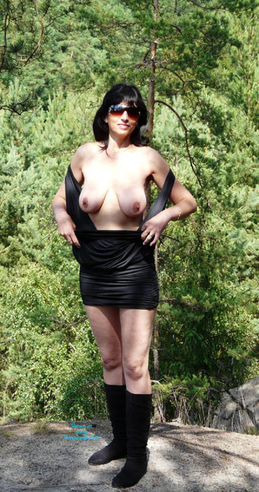 In The Wood - Big Tits, Brunette Hair , When Shooting In The Woods, We Had An Unexpected Audience ... :-) Shooting Continued In Three Unconventional. But Those Photos Are Private.