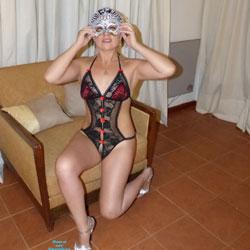 Enmascarada Sexy - Brunette Hair, Heels , NOCHE DE PASION Y JUEGOS
