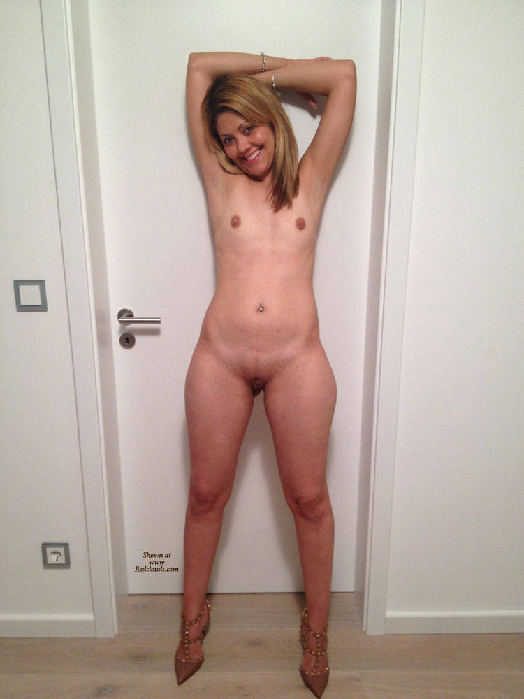 Nice naked amateur hooters