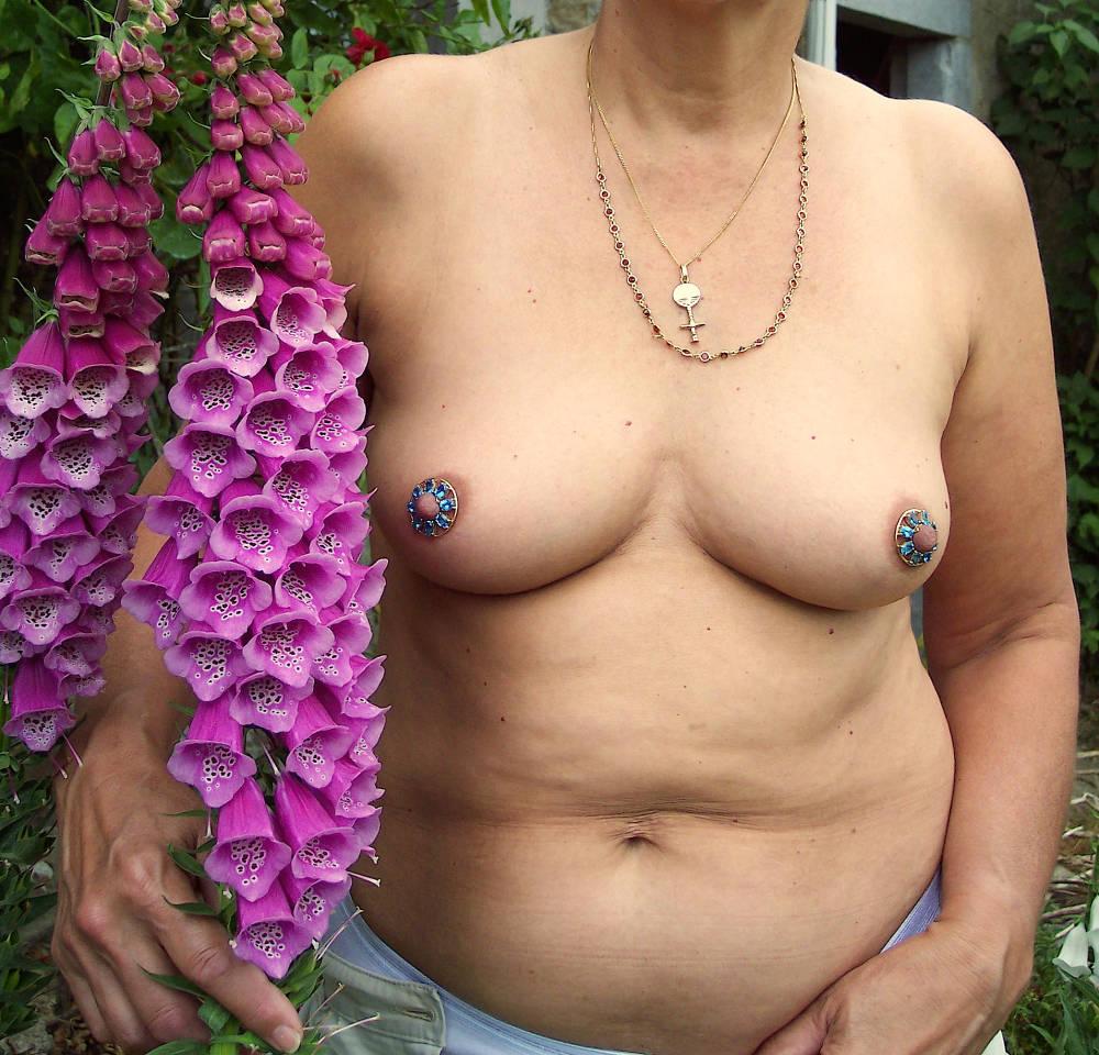 Pic #1Medium tits of my wife - JENNY