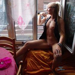 Creamy Greeting The Neighbour ! - Blonde