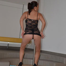 Streap - Brunette, High Heels Amateurs, Striptease