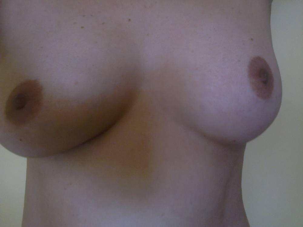 Pic #1Medium tits of my wife - Sylvia