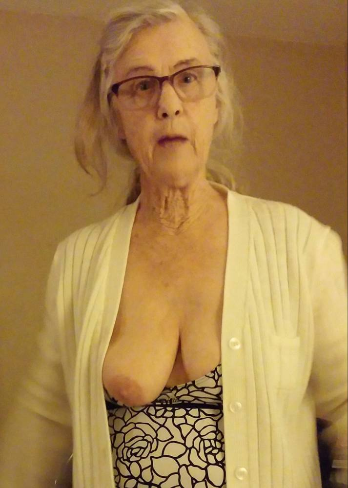 Pic #1Large tits of my wife - ann d