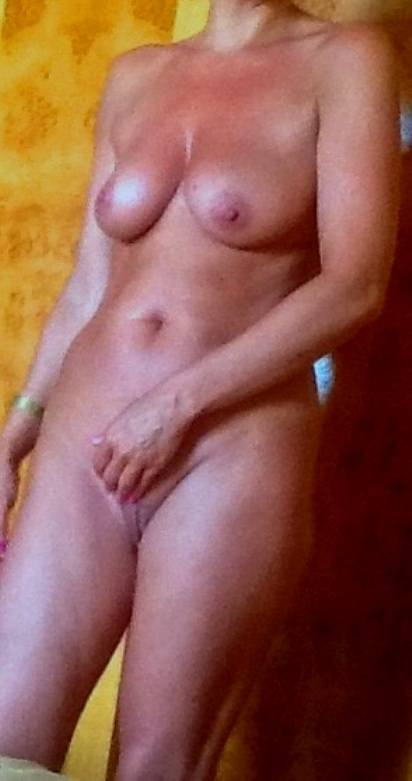 Pic #1Medium tits of my wife - Milf