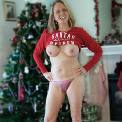 Santa's Nude Helper - Big Tits, Blonde Hair, Boots, Firm Tits, Flashing Tits, Flashing, Huge Tits, Indoors, Large Breasts, Perfect Tits, Showing Tits, Hot Girl, Sexy Body, Sexy Face, Sexy Figure, Sexy Legs, Sexy Panties , Blonde, Nude, Boots, Panties, Flashing, Big Tits, Legs