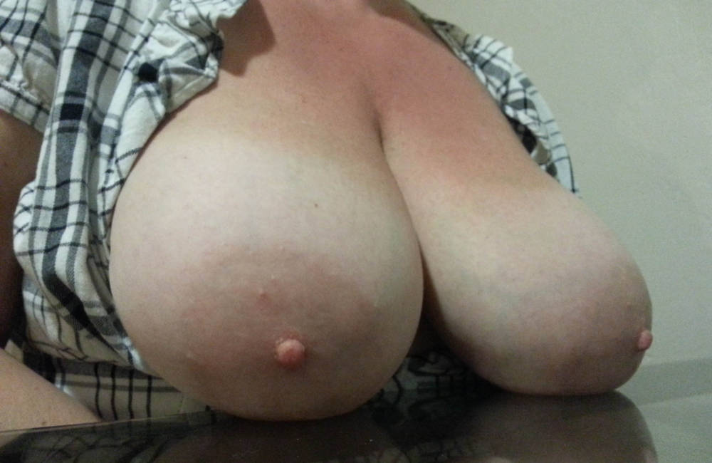 Pic #1Very large tits of my wife - Donna