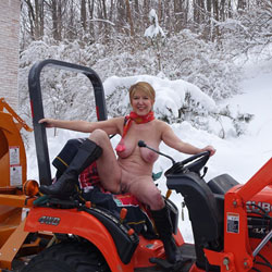 Good Wife Plows The Snow In The Nude - Mature, Big Tits, Wife/wives