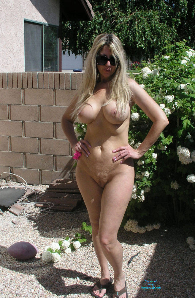 naked outdoors Hot blonde girls