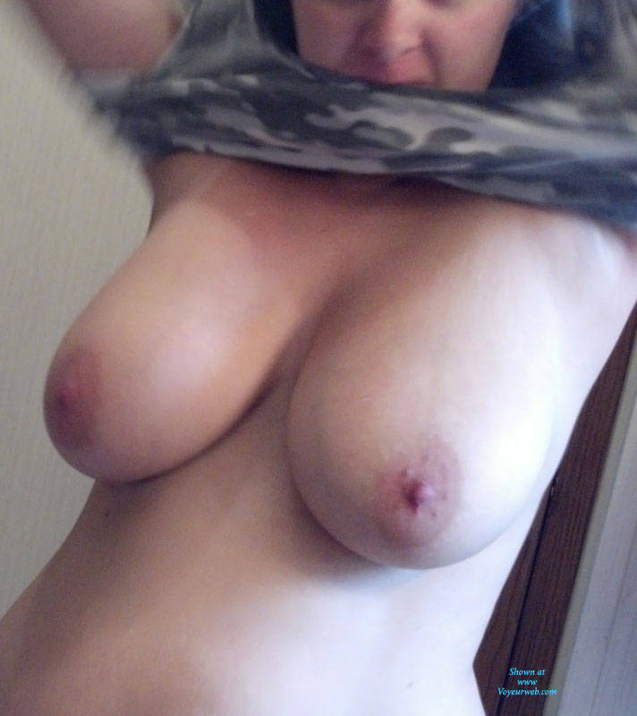 Big Natural Tits Voyeur