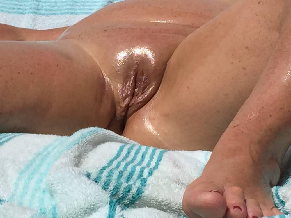 Pic #1My girlfriend's ass - CindyZ