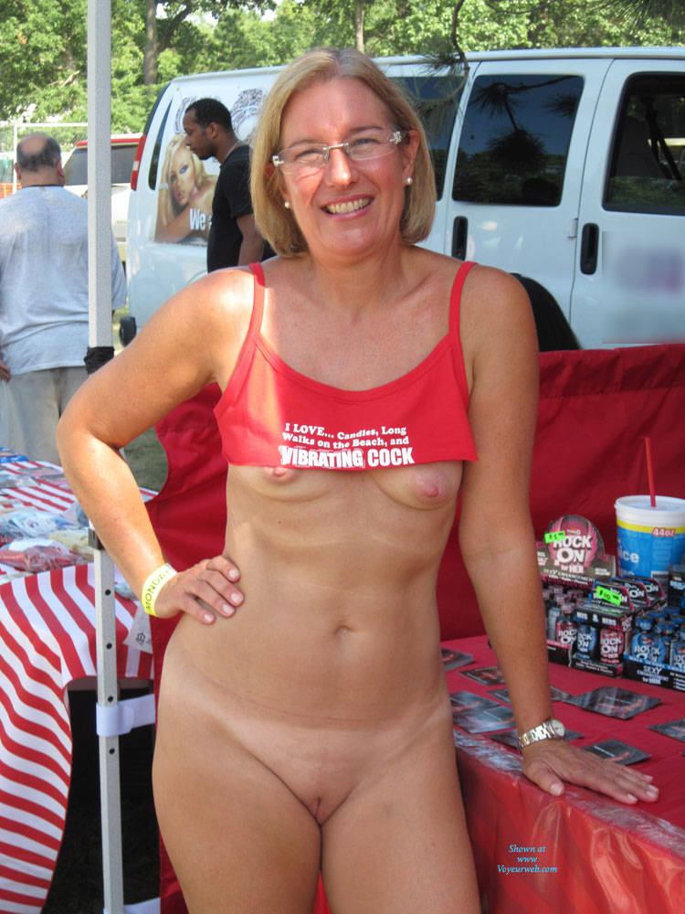 Milf flash nude amateur