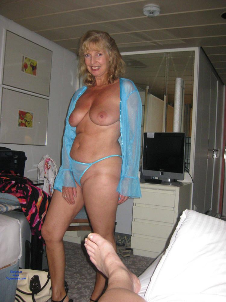 Amateur mature lingerie tits